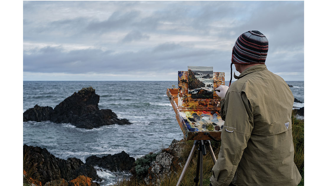 Clifford How painting en plein air – Tarkine Coast. photograph by Eddy Delorie, courtesy Arthouse Gallery