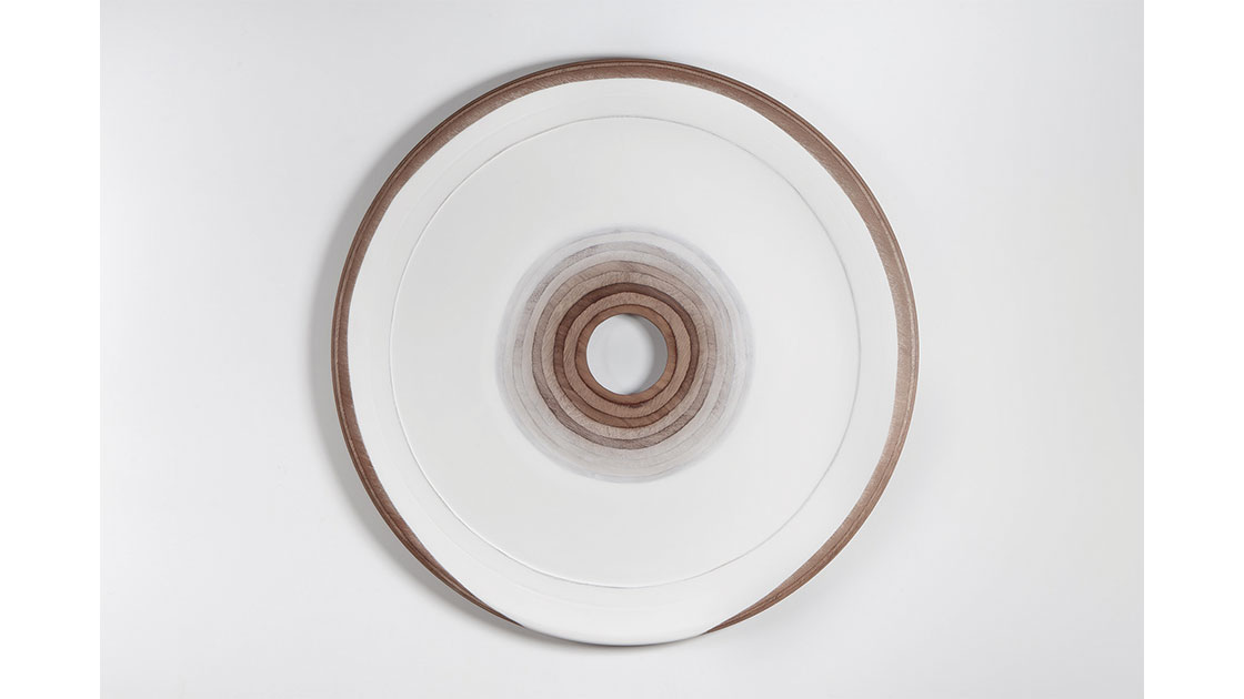 Antāra (Inward), 2021, gesso and wax on marine ply, 121 cm in diameter, photographed by Michelle Eabry, courtesy the artist and Arthouse Gallery