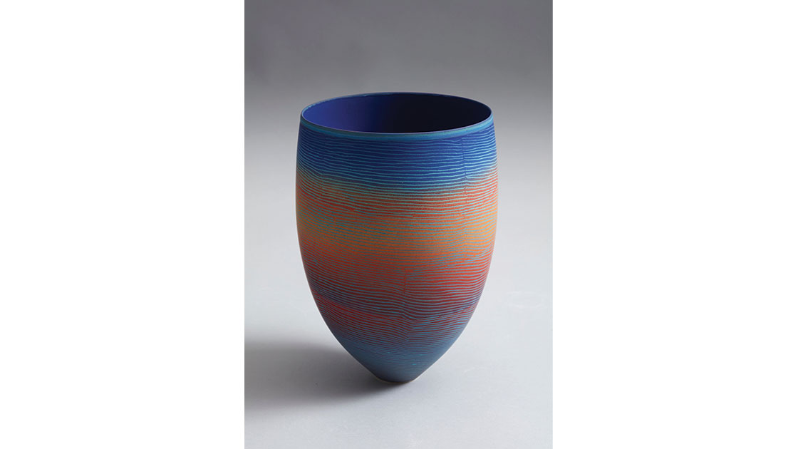 Bullstag Well, 2021, porcelain vessel incised with coloured glaze, 30 x 20 cm, photographed by Rob Frith of Acorn Photography, courtesy Linton & Kay Galleries